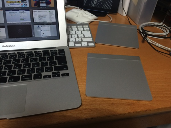 MacBook AirにMagic Trackpadを持って歩くの図